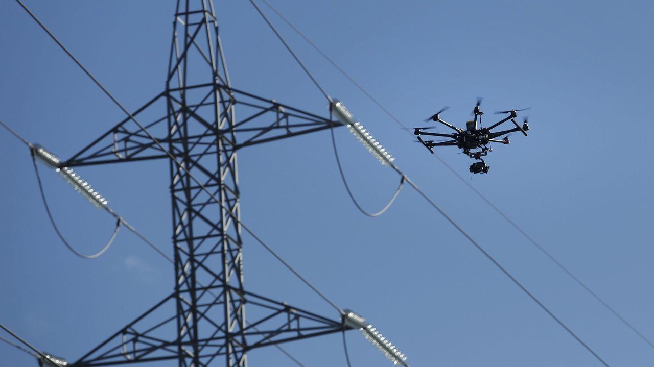 Un dron sobrevuela los tendidos de UFD para inspeccionar su estado