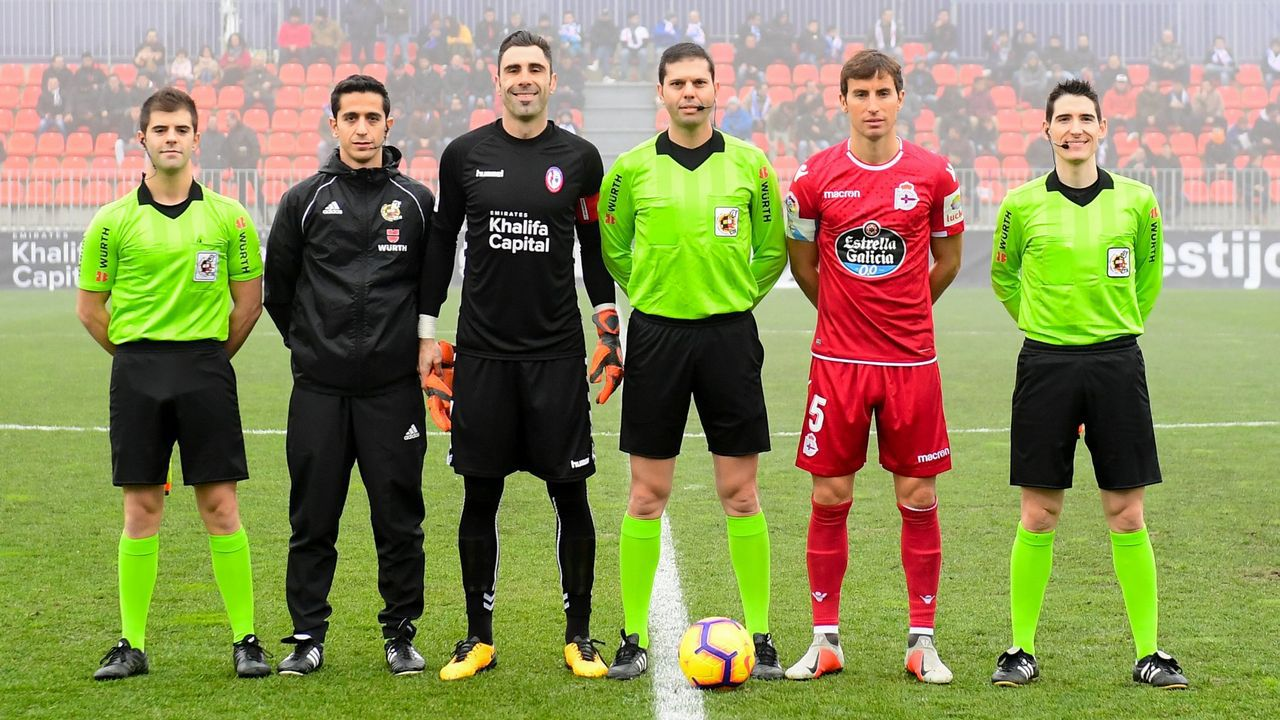 Trujillo Suárez, sus ayudantes y los capitanes del Dépor y del Majadahonda, antes del partido del pasado mes de diciembre