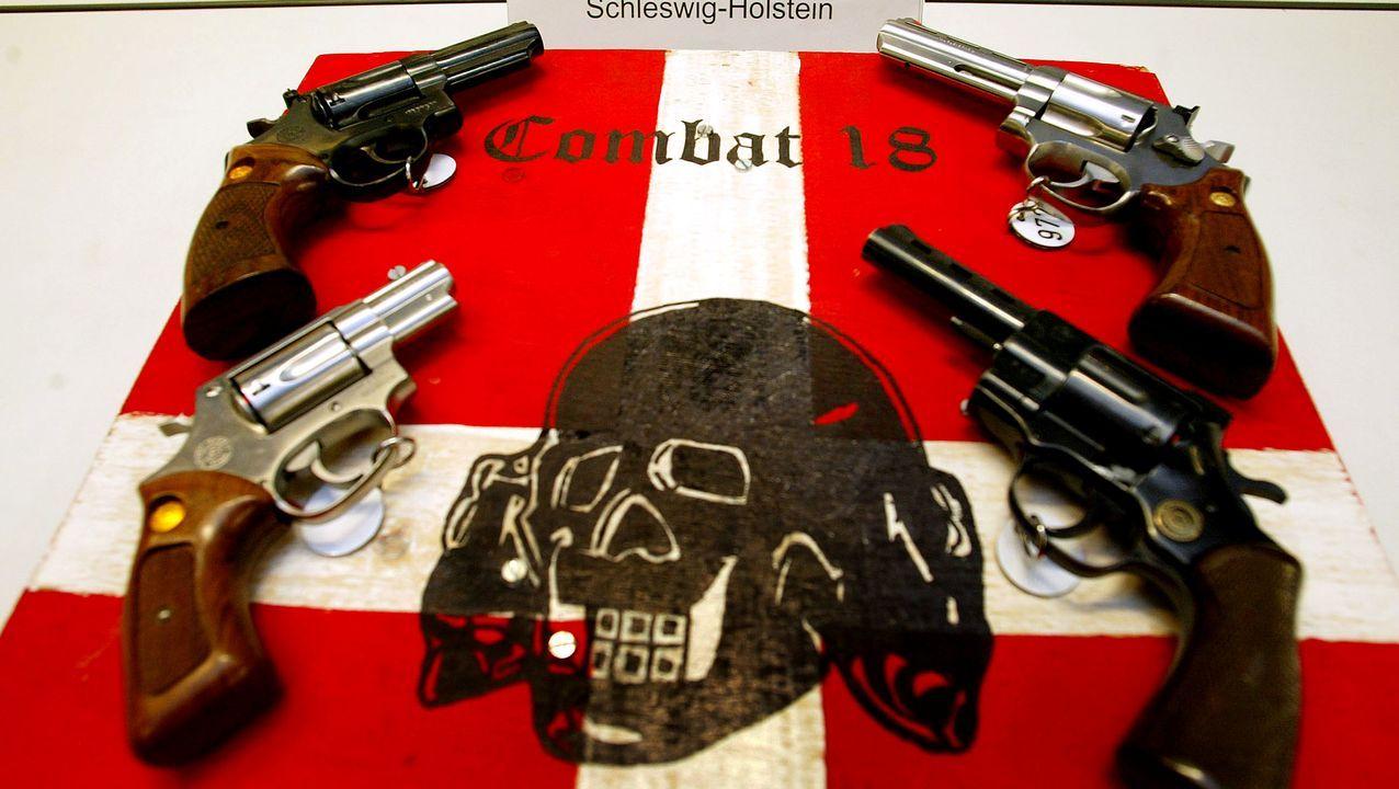 La policía confiscó armas y propaganda neonazi