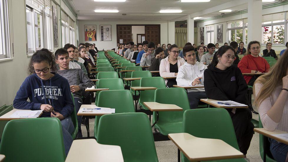 Examen de selectividad en el IES Agra de Raíces, de Cee, el pasado junio