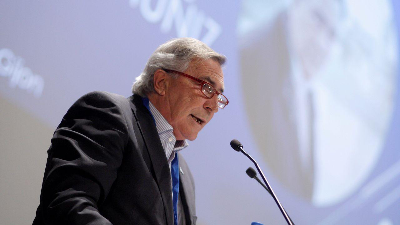 El exdirector de la Feria de Muestras de Asturias, Álvaro Muñiz, pronuncia un discurso tras ser elegido presidente de Foro Gijón y candidato a alcalde