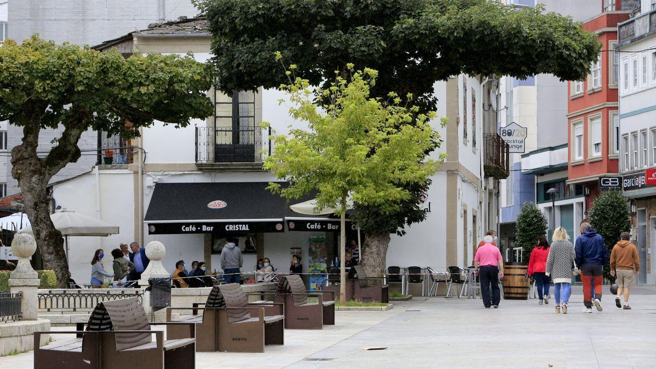 Terrazas en la alameda Basanta Olano, en el centro de Vilalba