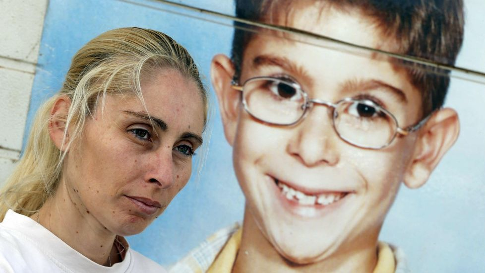 Susana Díaz: «Queremos volver a ser lo que fuimos».Adriana Lastra, a la izquierda de Pedro Sánchez