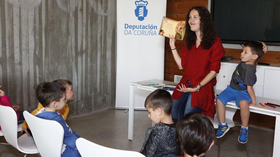 <span lang= gl >Poesía e ilustracións en Dombate</span>