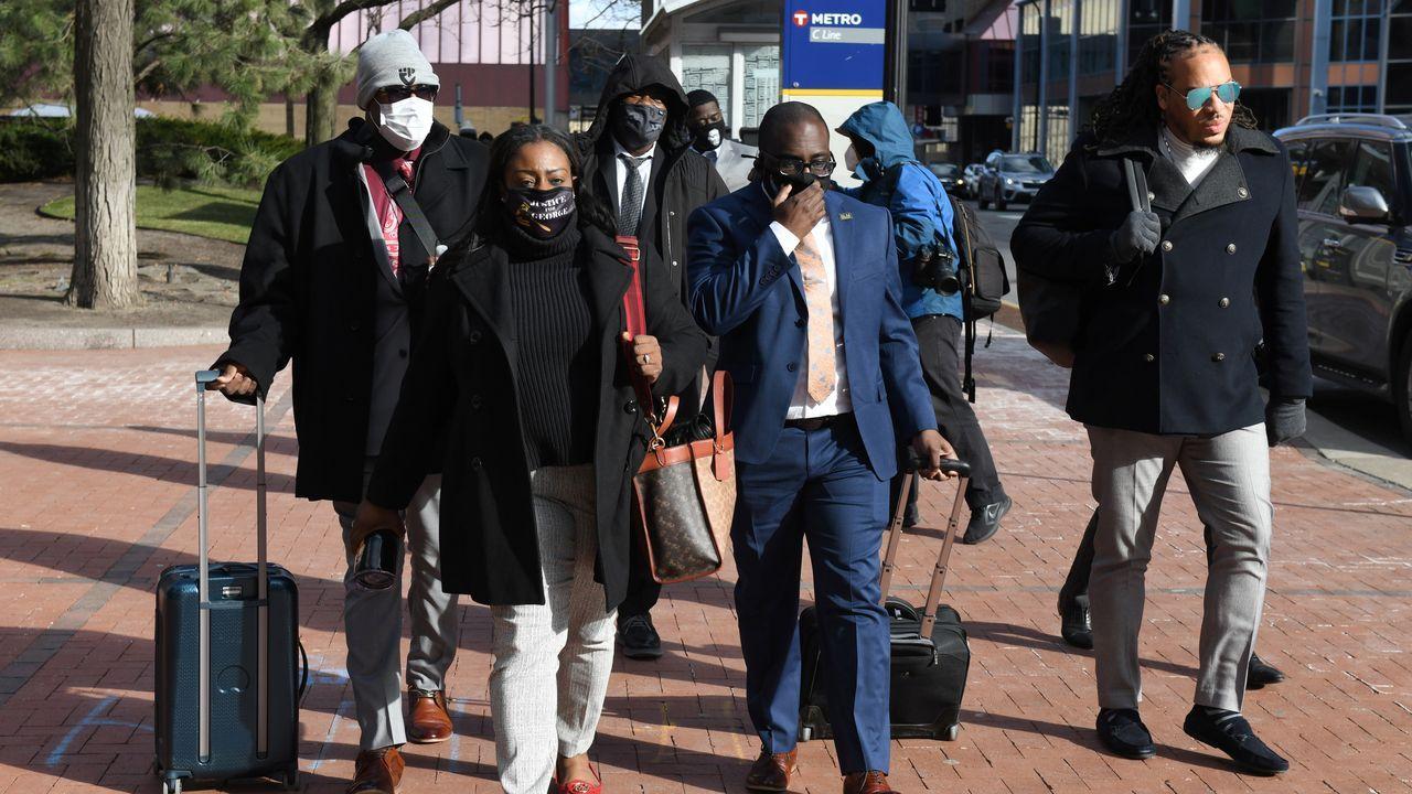 Familiares de Floyd a su llegada al juicio