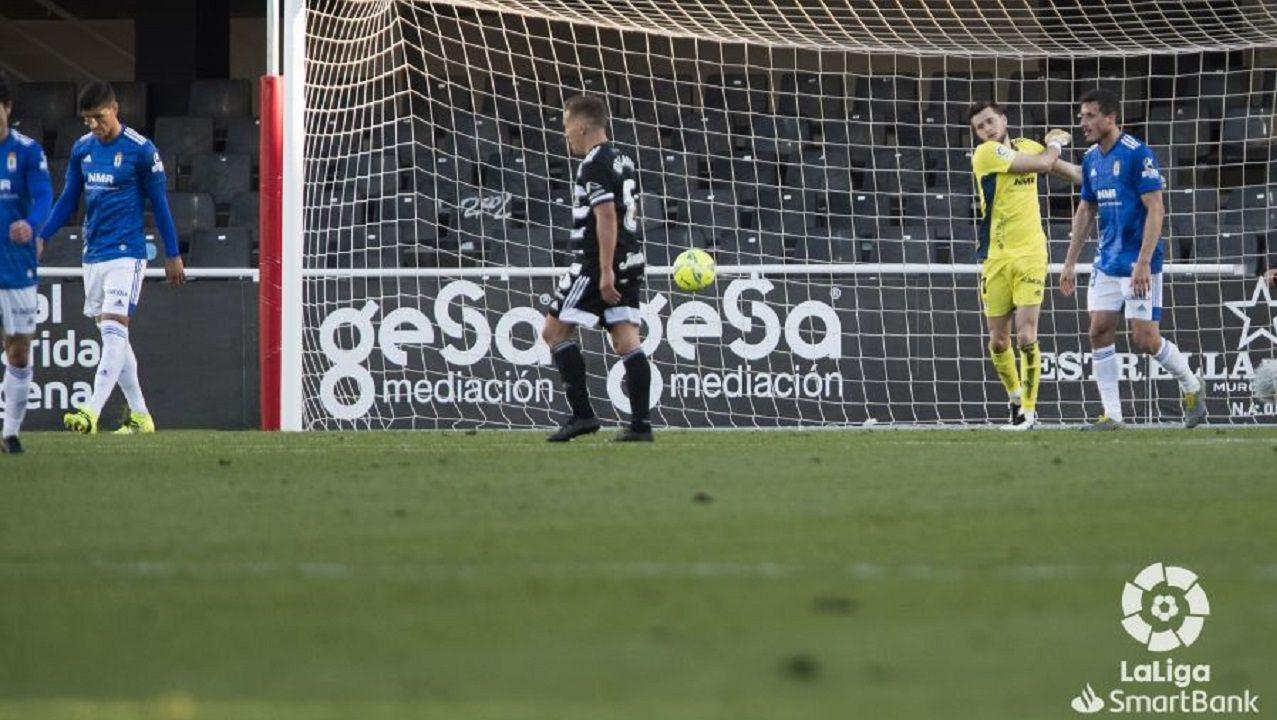 gol Femenias Cartagena Real Oviedo Cartagonova.Joan Femenías se lamenta tras el 2-0 del Cartagena