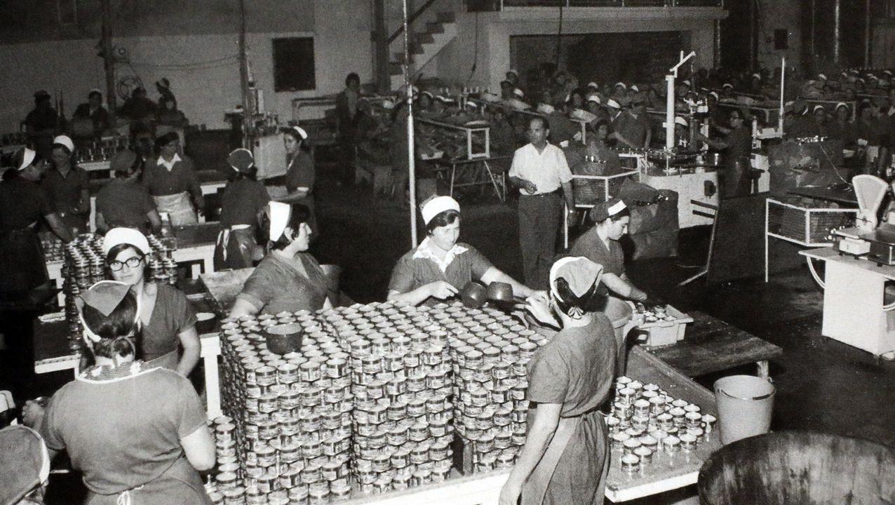 La fábrica de Conservas Albo en Celeiro, en los años sesenta del siglo pasado