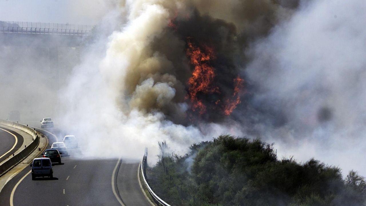 Incendio de un coche en la autovía AG-55
