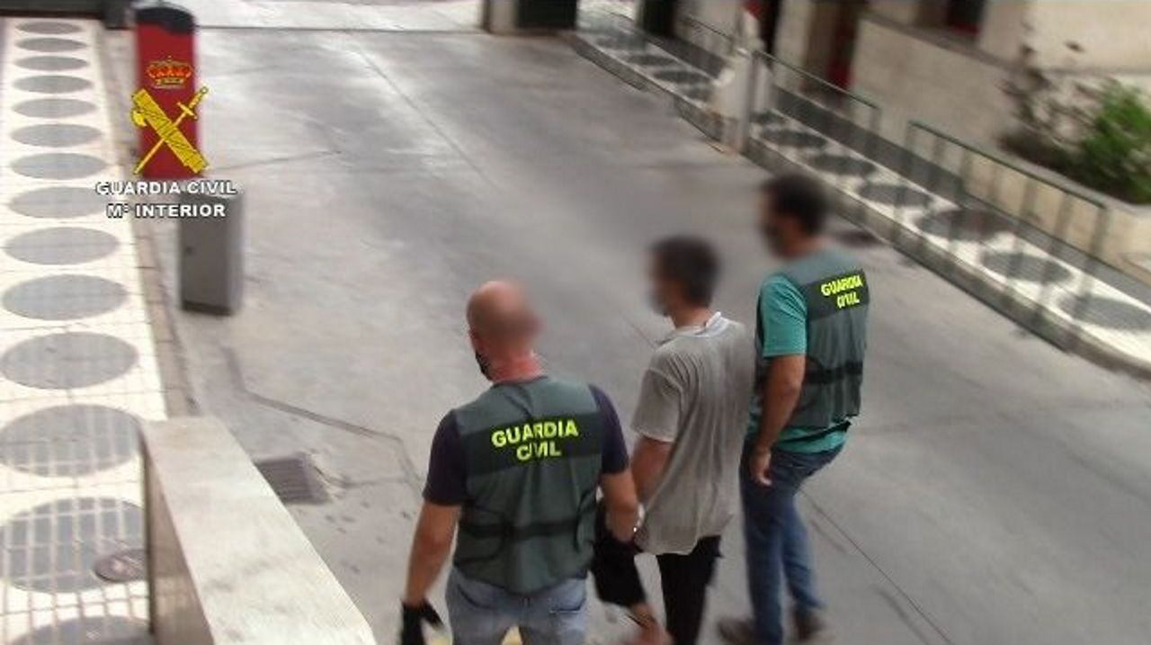 La Guardia Civil ha detenido en Melilla a un hombre buscado por las autoridades suecas que pretendía llevar a su hija a Siria