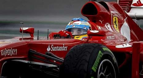 La lluvia aplaza la calificación en Australia.El piloto asturiano persigue ser tricampeón del mundo.