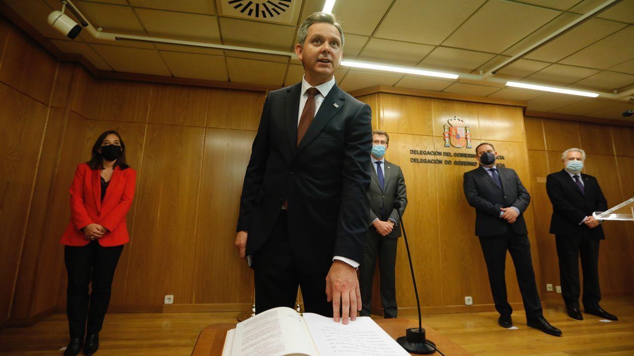 Miñones prometió el cargo este jueves ante la alcaldesa de A Coruña, Inés Rey; Feijoo, el ministro Ábalos y el presidente del Parlamento gallego