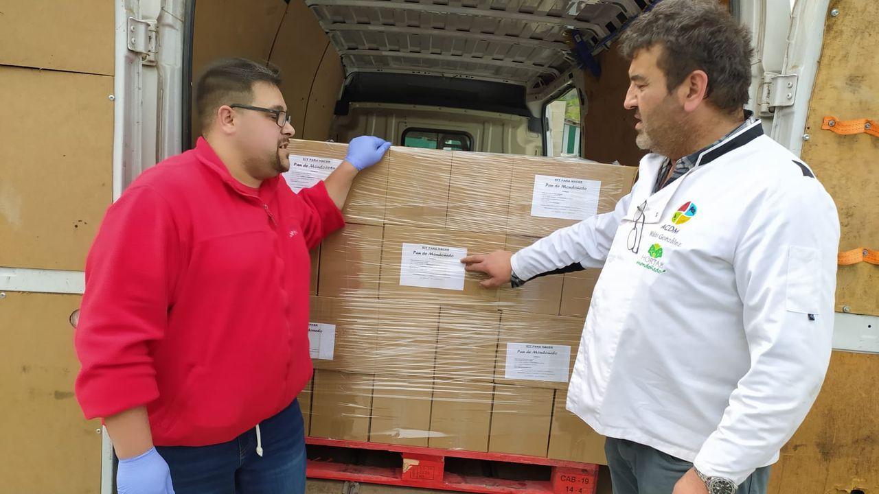 Panadería Rubal enviando los primeros pedidos del kit para hacer pan de Mondoñedo, que se distribuye a distintos puntos de la geografía española.