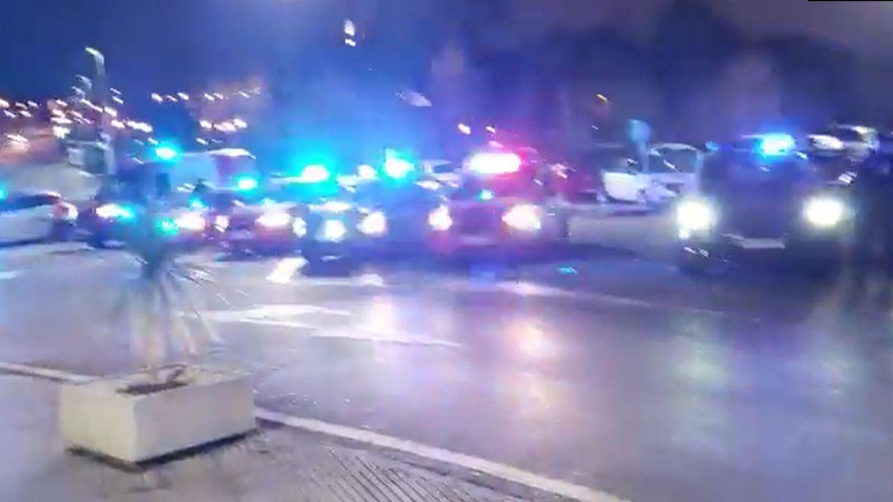 Homenaje en Gijón de la Policía Nacional y Local a los sanitarios de Cabueñes