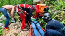 El rescate del senderista herido al precipitarse en la Senda del Oso