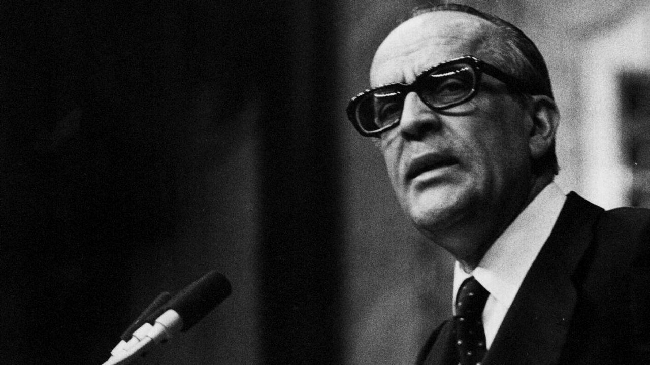 Leopoldo Calvo-Sotelo (UDC).Leopoldo Calvo-Sotelo (UDC). De febrero de 1981 hasta diciembre de 1982. Fue presidente 644 días