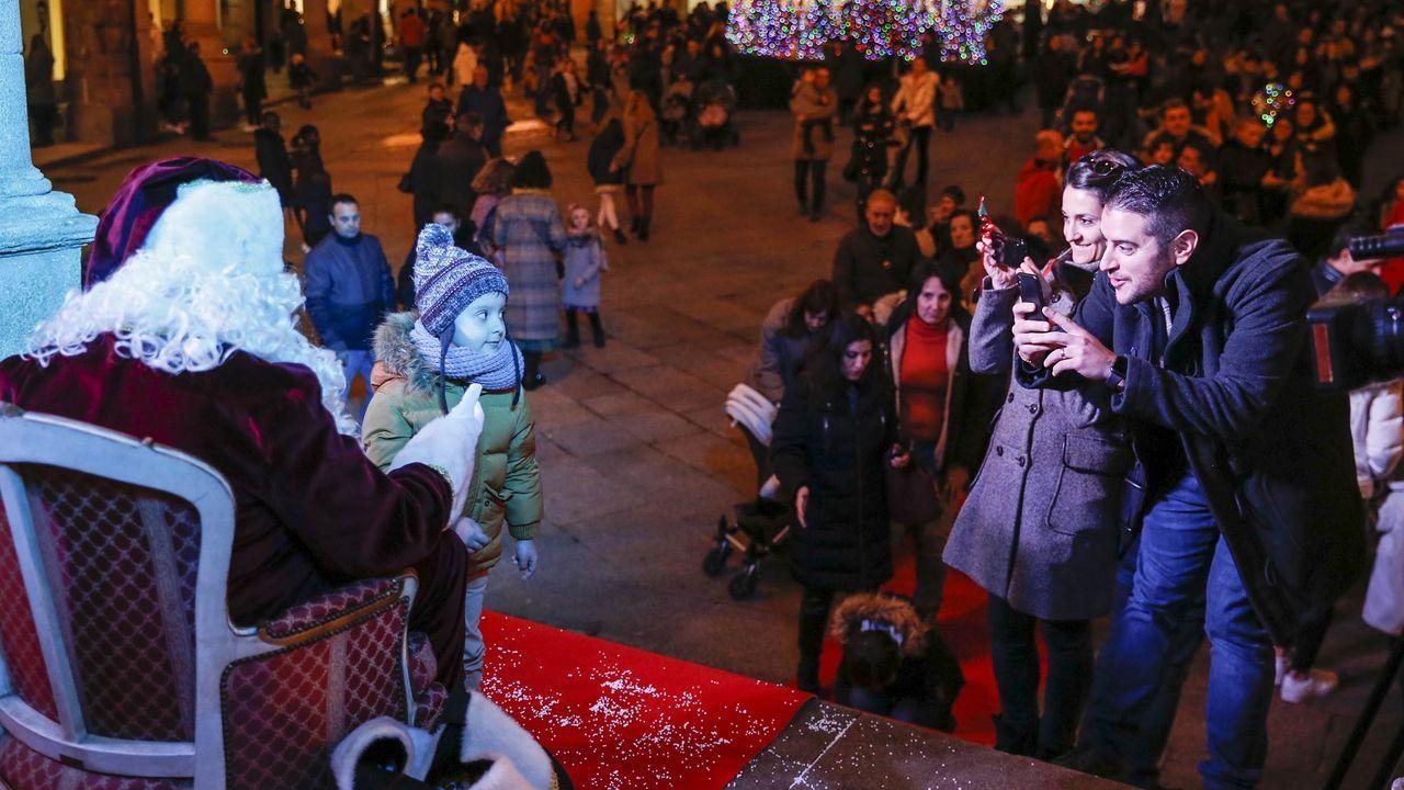 Un lucense en el Royal College de Londres.Papá Noel recogió las peticiones de los niños ourensanos