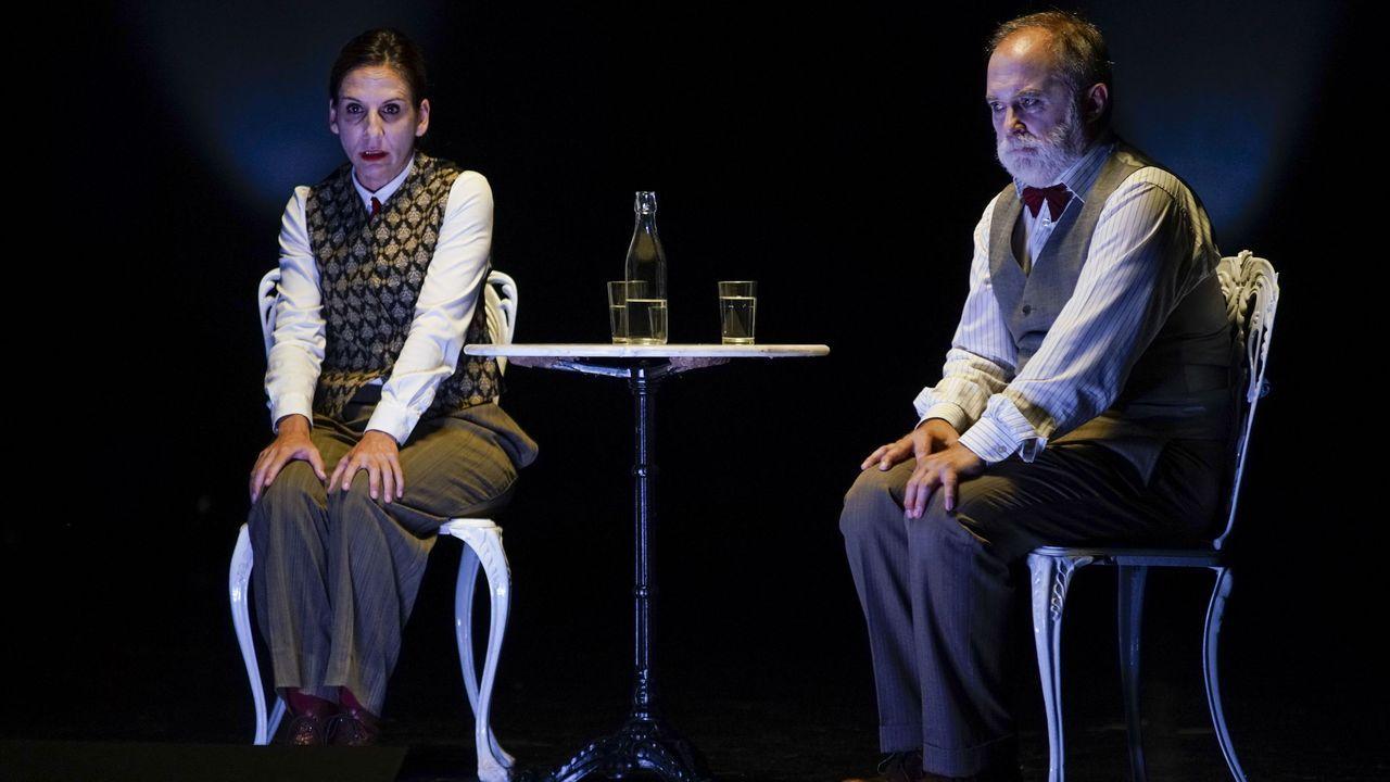 La Casa da Cultura acogió este sábado la obra «Los que hablan», de Teatro del Barrio