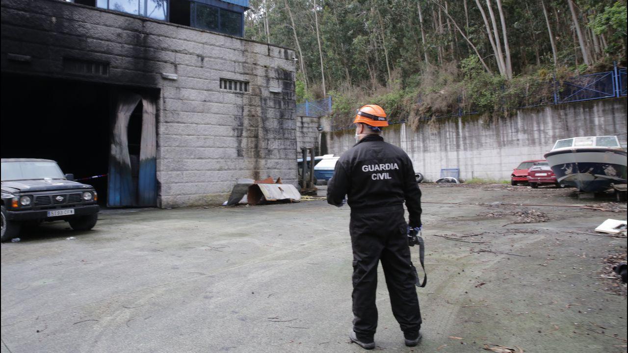La Guardia Civil inspeccionó ayer la nave quemada
