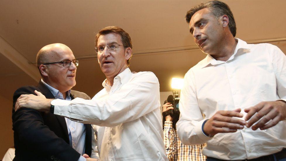 Políticos á feira en Santiago.García entregó «á cidadanía» la llave de Ourense.