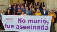Minuto de silencio por Laura Luelmo a las puertas del Ayuntamiento de Sevilla
