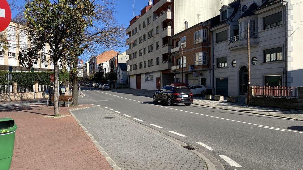 Por el camino de la Poza de Xan Arteiro.A la altura del colegio Divina Pastora se construirá un paso de peatones elevado