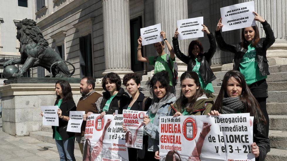 Manifestaciones contra la LOMCE en toda Galicia.Los alumnos de sexto de Primaria realizarán las pruebas a partir del miércoles próximo.