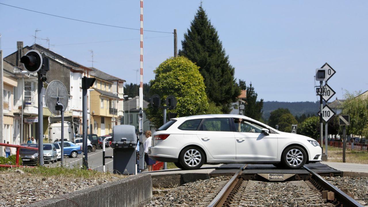 En pleno centro de Parga aún queda un paso a nivel para vehículos