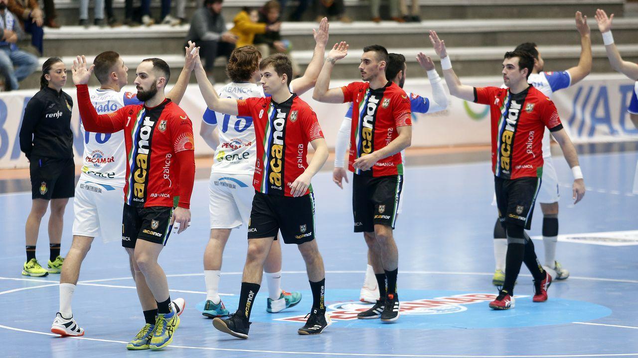 Las imágenes del partido entre el Cisne y el Atl. Novás