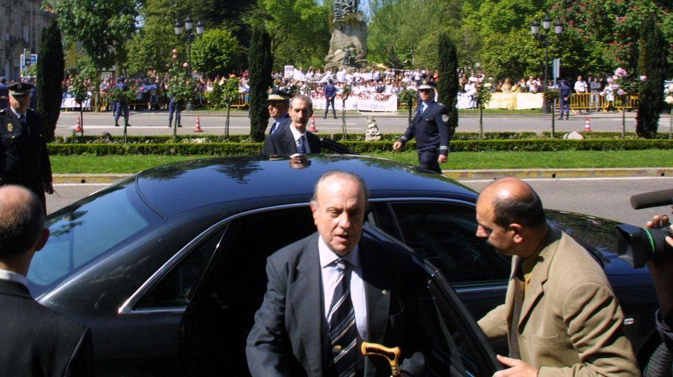 Roban el busto de Fraga de la Praza da Constitución de Vilalba