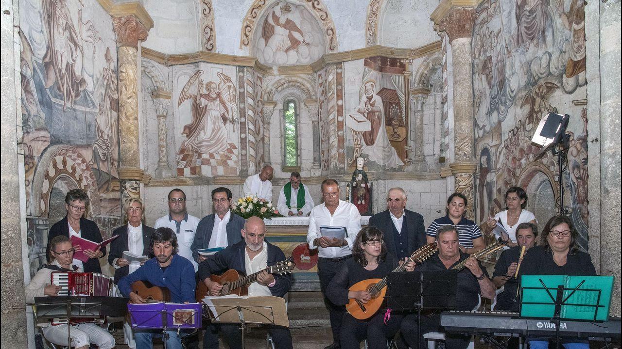 El grupo O Trícole amenizó la eucaristía, como viene siendo habitual