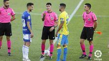 Ortiz Arias, en el sorteo de campo antes del Las Palmas-Real Oviedo