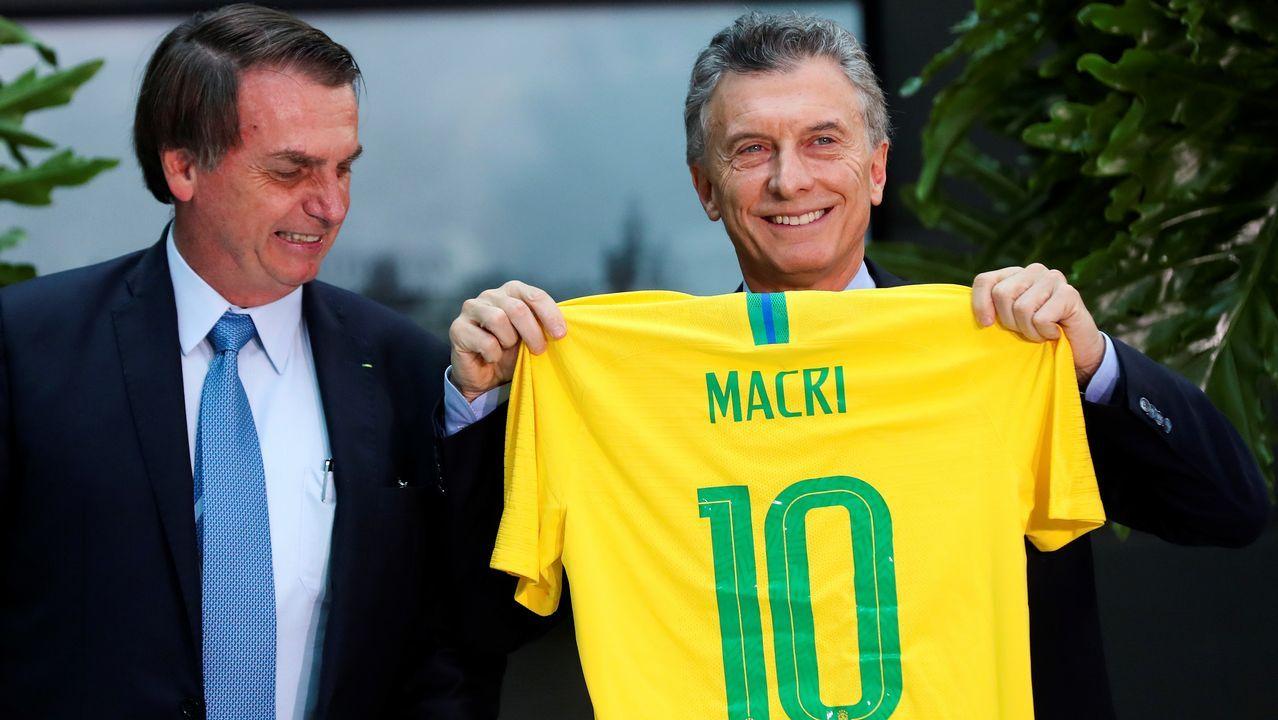 Jokanovic Real Oviedo Fulham Horizontal.Bolsonaro, con Macri y una camiseta de la seleccion brasileña