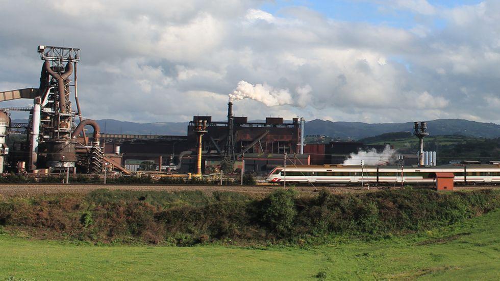Carril de tren de Arcelor, en Veriña.Instalaciones de ArcelorMittal en Veriña