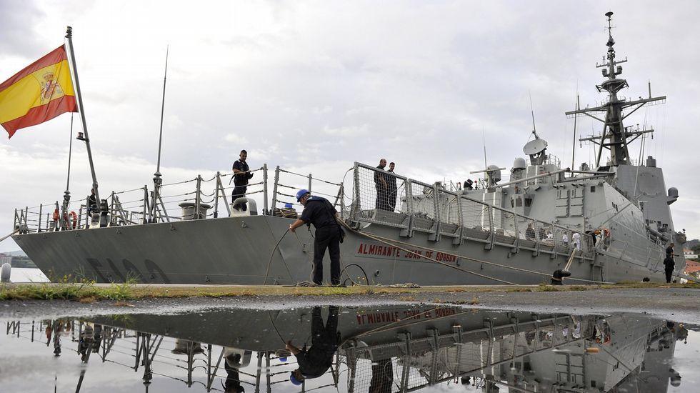 Las dos reinas en el acto de Unicef.Preparativos para que la F-102 zarpase de su base de Ferrol