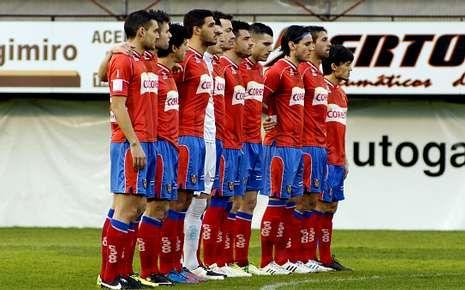 Escrache de los futbolistas del Ourense contra su directiva.Los futbolistas están unidos ante los impagos.