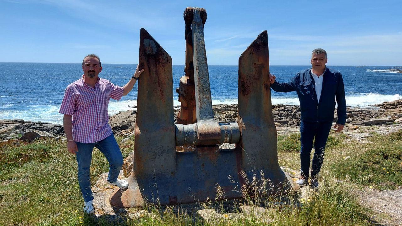 Entrega becas Juan Lampón en el instituto de Pobra 2021.Fotografía de archivo de la playa de O Vilar
