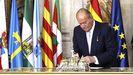 El rey emérito, el día de la firma de su abdicación, en el 2014