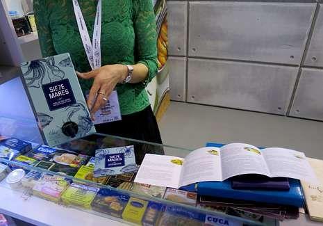 <span lang= es-es >Del atlántico</span>. La firma Siete Mares presentó en el evento su agua marina ideal para cocinar pescados y mariscos.