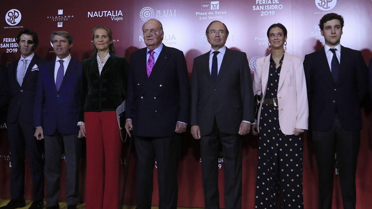 El diestro Juan José Padilla, Ángel Garrido, la infanta Elena, el rey emérito, Pío García-Escudero y los nietos del anterior monarca, Victoria Federica y Felipe Juan Froilán