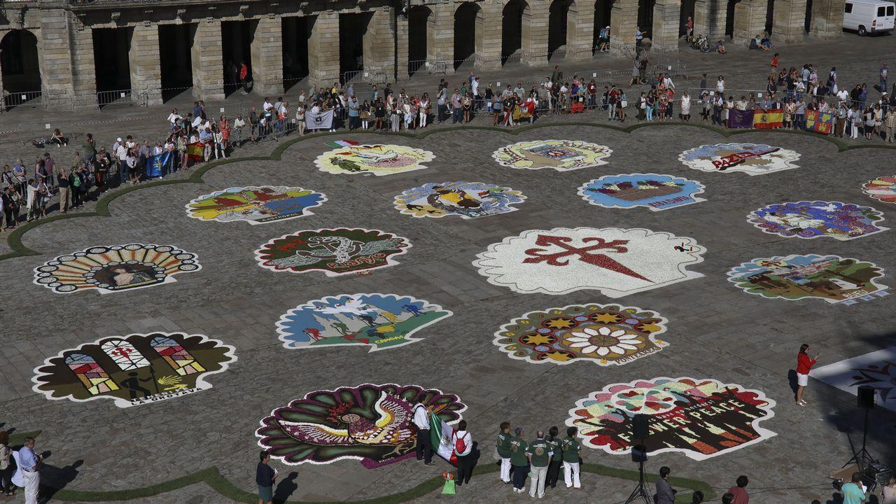 Arte floral de tres continentes cubreel Obradoiro