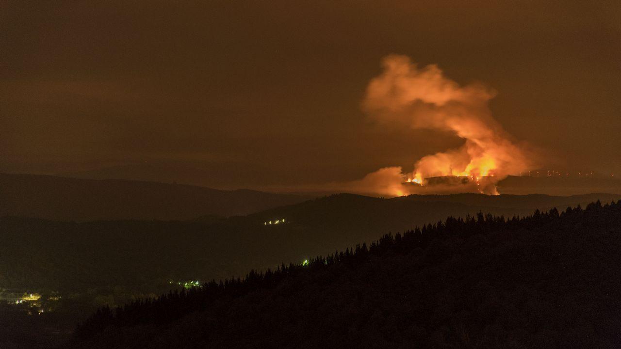 Restablecido el tráfico en la N-120, tras el corte por un incendio.Imagen de archivo de un incendio en Asturias