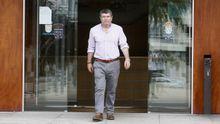El alcalde de Burela, Alfredo Llano, saliendo del Ayuntamiento