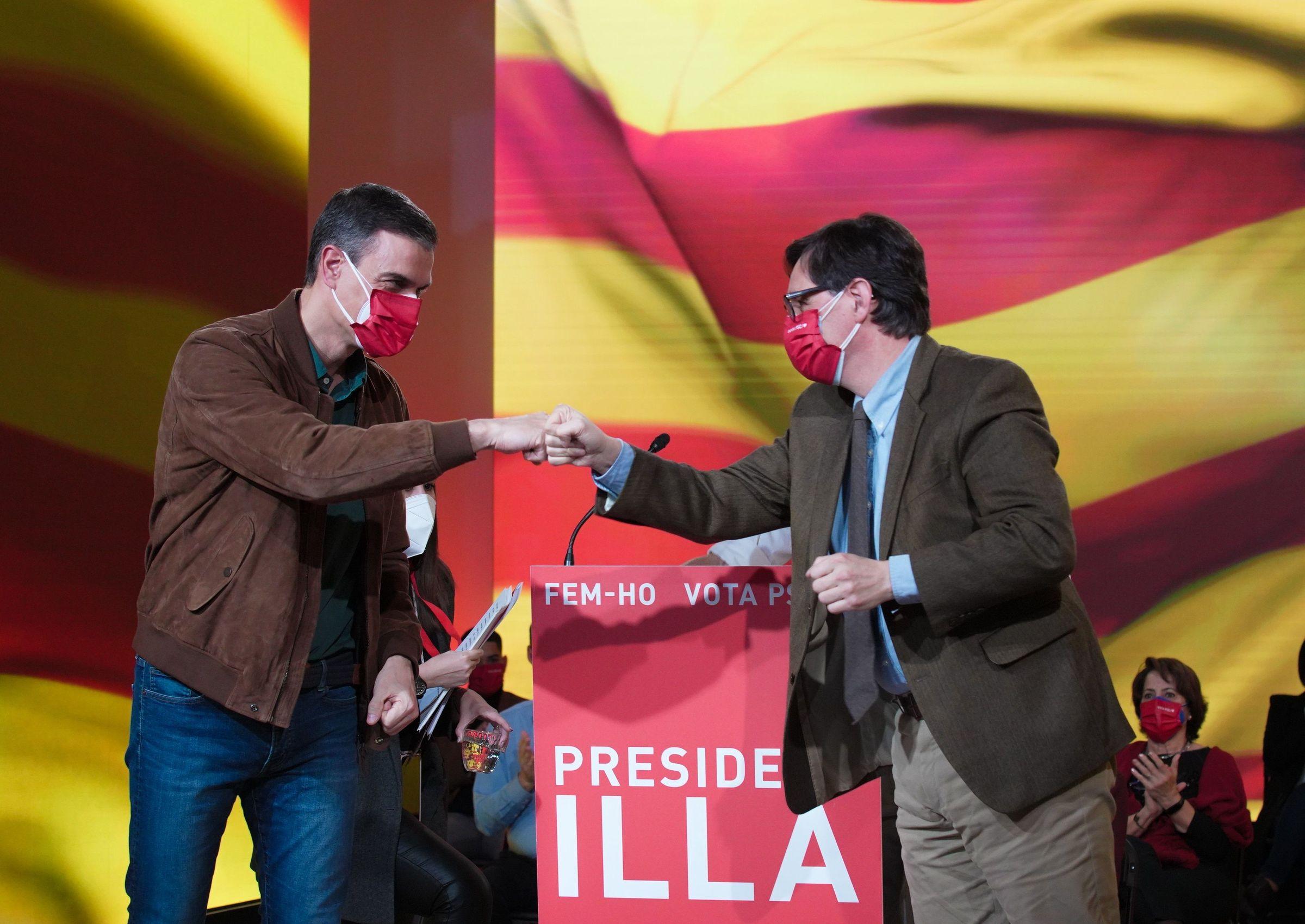 Pedro Sánchez y Salvador Illa, en el cierre de campaña en Barcelona
