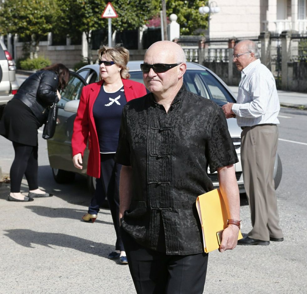 Caamaño y su mujer, detrás, declaron en mayo en el juzgado.