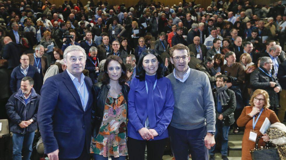 Las imágenes del congreso del Partido Popular.Núñez Feijoo, presidente del PPdeG, y Elena Candia, mandamás en el partido en la provincia.