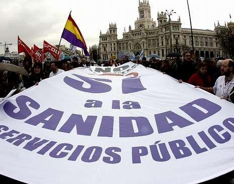 La marcha convocó a trabajadores de la sanidad pública.