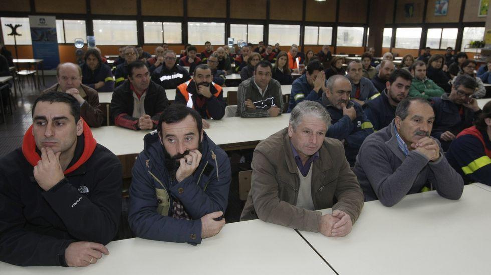 La plantilla de la fábrica mariñana recibió ayer solo información oficial de los bloques de megavatios que obtuvo en la subasta.