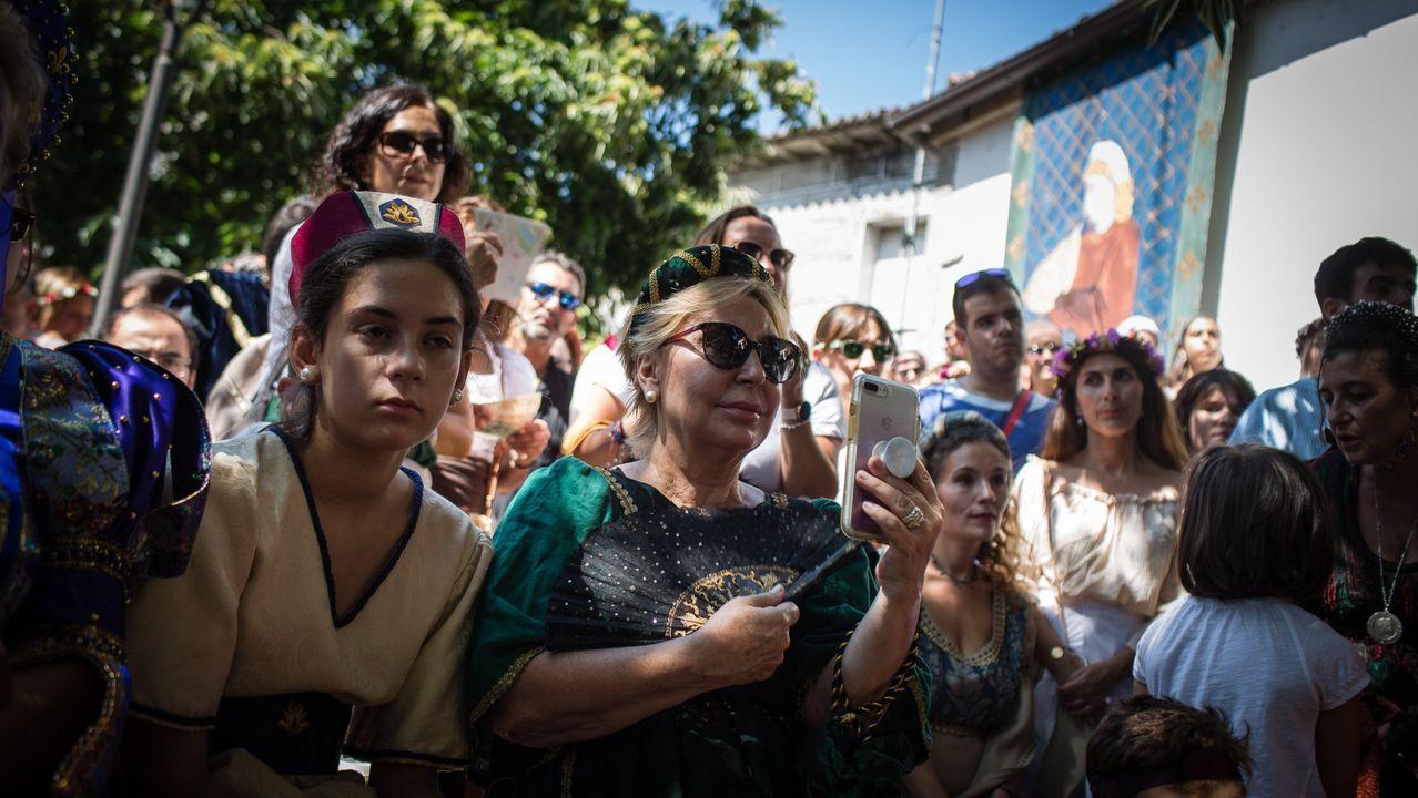 La fiesta reúne a miles de personas en la capital de O Ribeiro
