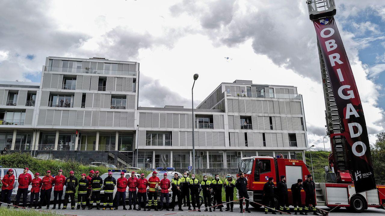 Bomberos de Braga, en Portugal, brindaron un homenaje al personal sanitario luso