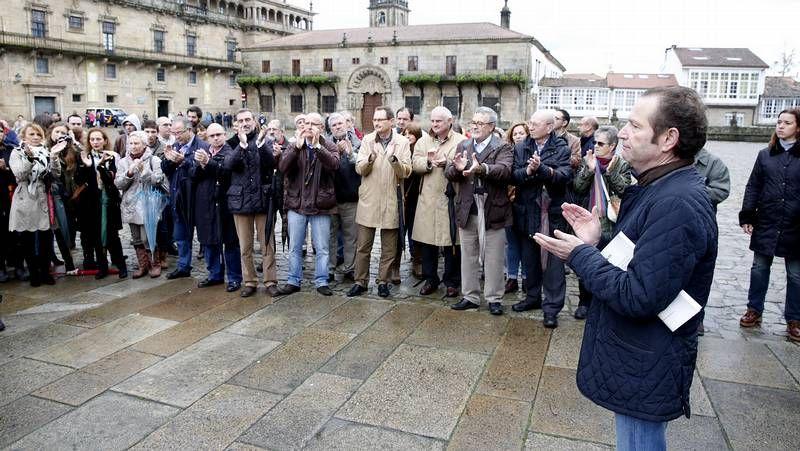 Bugallos.Roberto Blanco Valdés, en el momento de leer el manifiesto en la Praza do Obradoiro.